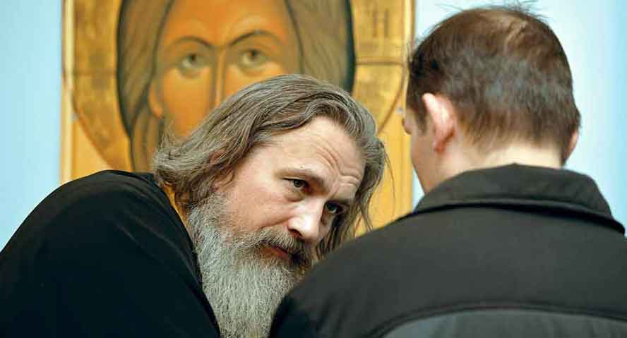 Картинки по запросу Разговор мужчины с батюшкой в храме картинки